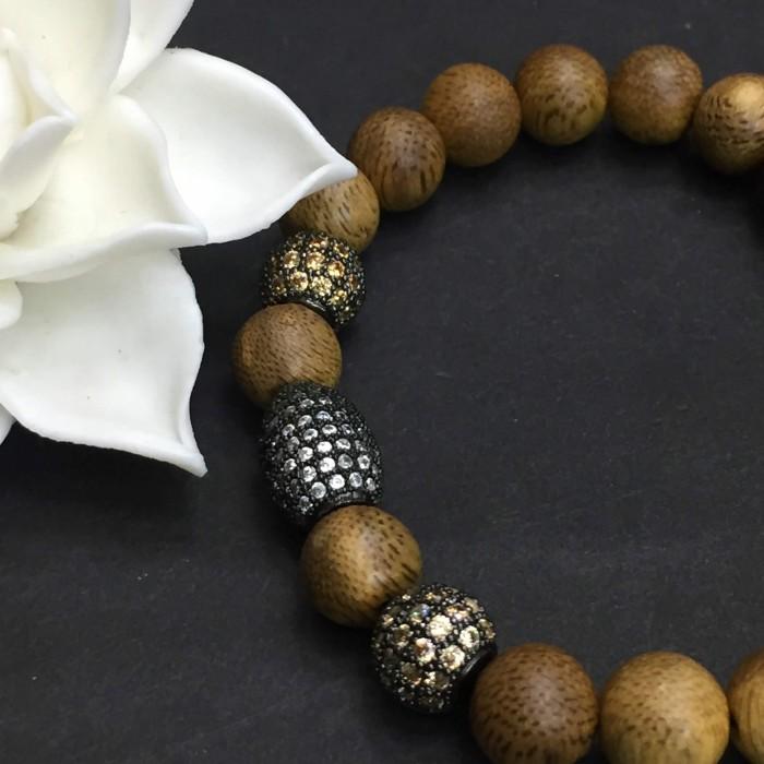 Vòng tay - vòng trầm hương 12 năm, cho size tay nữ (size tay 14~15.5 cm),dạng hạt tròn: 18 hạt x 8 mm, charm hạt châu - 8