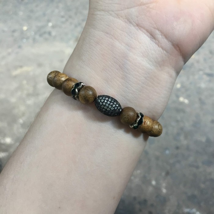Vòng tay - vòng trầm hương 12 năm, cho size tay nữ (size tay 14~15.5 cm),dạng hạt tròn: 18 hạt x 8 mm, charm hạt châu - 12