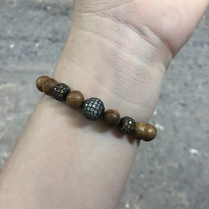 Vòng tay - vòng trầm hương 12 năm, cho size tay nữ (size tay 14~15.5 cm),dạng hạt tròn: 18 hạt x 8 mm, charm hạt châu - 16