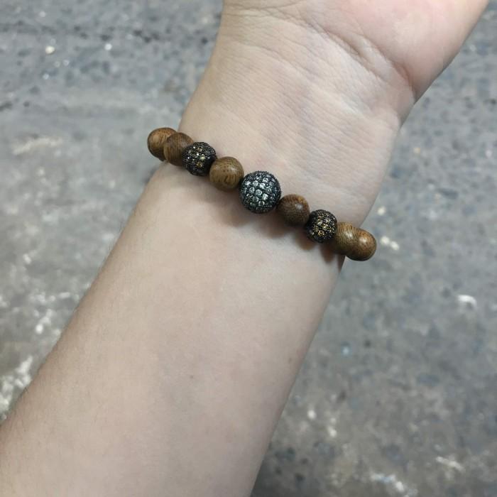 Vòng tay - vòng trầm hương 12 năm, cho size tay nữ (size tay 14~15.5 cm),dạng hạt tròn: 18 hạt x 8 mm, charm hạt châu - 17