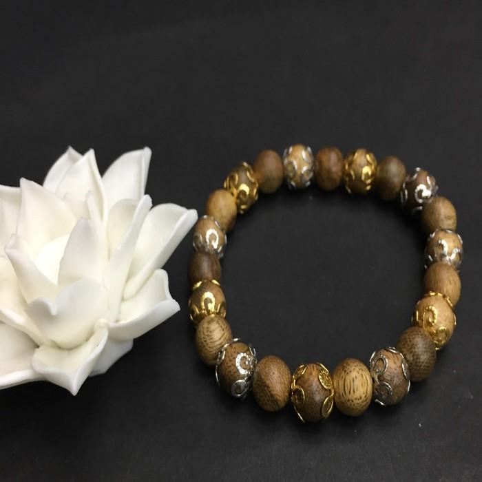 Vòng tay - vòng trầm hương 12 năm, cho size tay nữ (size tay 14~15.5 cm), dạng hạt tròn: 21 hạt x 8 mm, charm đài hoa (mạ) - 3