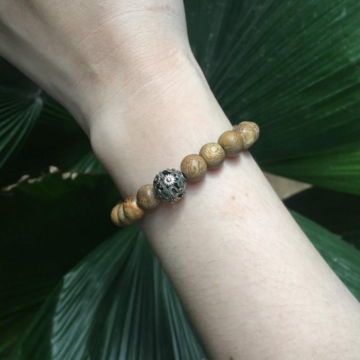 Vòng tay - vòng trầm hương 12 năm, cho size tay nữ (size tay 14~15.5 cm),dạng hạt tròn: 21 hạt x 8 mm, charm Hoa Hướng Dương (bạc 925) - 3
