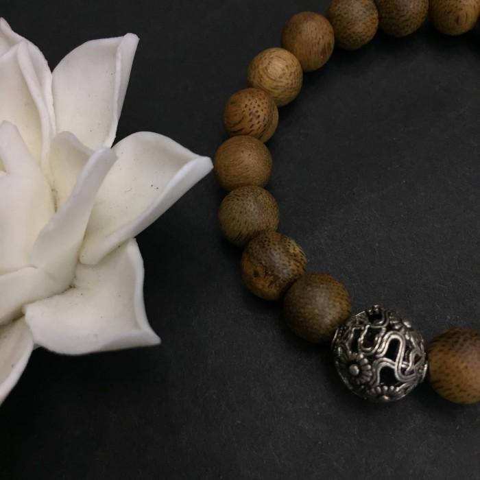 Vòng tay - vòng trầm hương 12 năm, cho size tay nữ (size tay 14~15.5 cm),dạng hạt tròn: 21 hạt x 8 mm, charm Hoa Hướng Dương (bạc 925) - 4