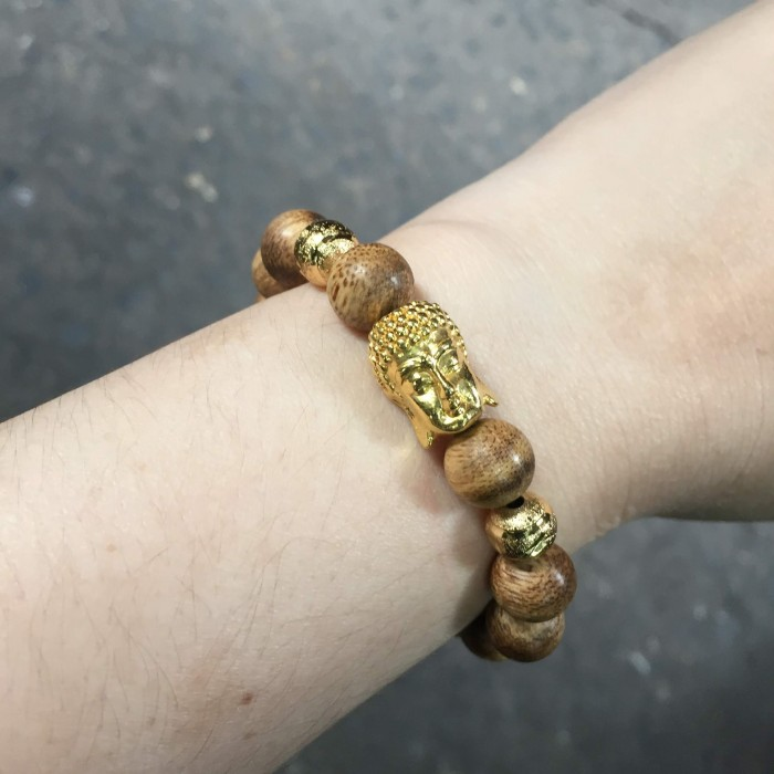 Vòng tay - Vòng trầm hương 15 năm, cho nam ( size tay 16 cm ~17.5 cm), dạng hạt tròn: 14 hạt x 14 mm, charm mặt Phật (mạ vàng) - 4