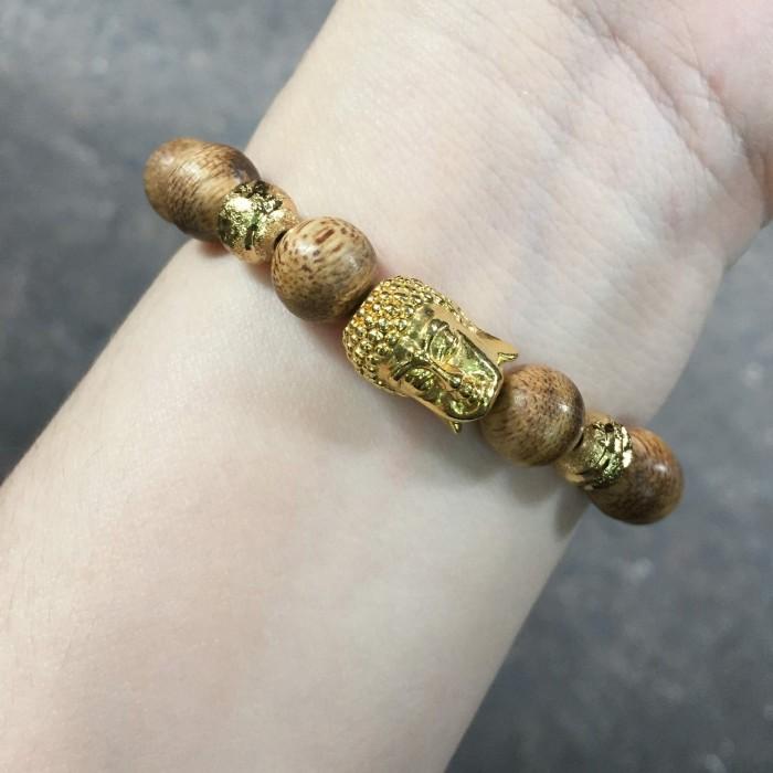 Vòng tay - Vòng trầm hương 15 năm, cho nam ( size tay 16 cm ~17.5 cm), dạng hạt tròn: 14 hạt x 14 mm, charm mặt Phật (mạ vàng) - 6