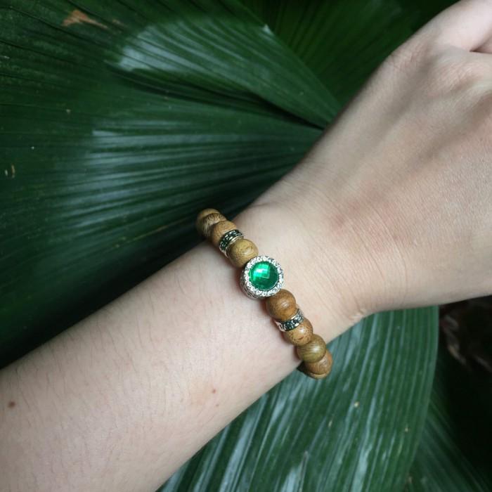 Vòng tay - vòng trầm hương 15 năm, cho nữ mệnh Mộc (size tay 14~15,5 cm), dạng hạt tròn : 21 hạt x 8 mm, charm trụ đá xanh - 1
