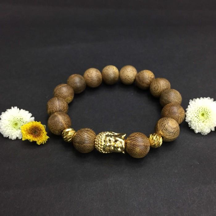Vòng tay - Vòng trầm hương 15 năm, cho nam ( size tay 16 cm ~17.5 cm), dạng hạt tròn: 14 hạt x 14 mm, charm mặt Phật (mạ vàng) - 1