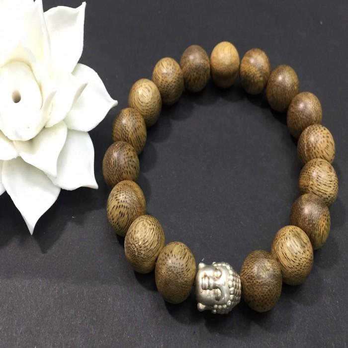 Vòng tay - vòng trầm hương 15 năm,cho size tay nam ( size tay 16 cm ~17.5 cm), dạng hạt tròn: 17 hạt x 12 mm, charm mặt Phật (bạc 925) - 1