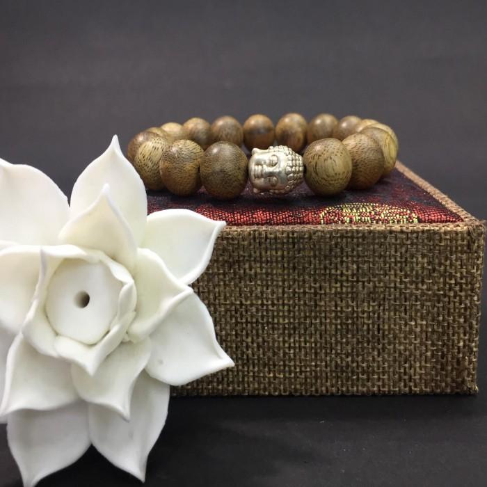Vòng tay - vòng trầm hương 15 năm,cho size tay nam ( size tay 16 cm ~17.5 cm), dạng hạt tròn: 17 hạt x 12 mm, charm mặt Phật (bạc 925) - 2