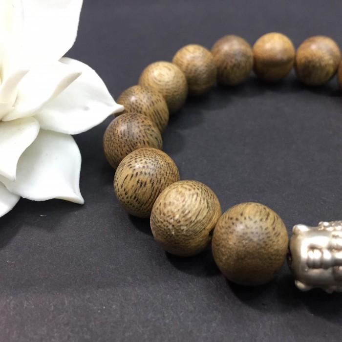 Vòng tay - vòng trầm hương 15 năm,cho size tay nam ( size tay 16 cm ~17.5 cm), dạng hạt tròn: 17 hạt x 12 mm, charm mặt Phật (bạc 925) - 4