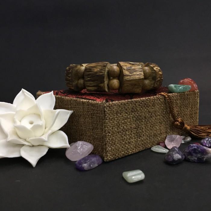 Vòng tay - vòng trầm hương 15 năm, cho size tay nam( size tay 16 cm ~17.5 cm), dạng trầm cành hạt tự nhiên: 9 cặp x 16 mm - 3
