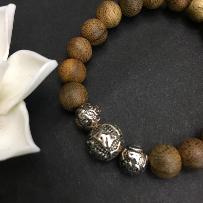 Vòng tay - vòng trầm hương 15 năm, cho nữ (size tay 14~15.5 cm), dạng hạt tròn: 17 hạt x 8 mm, charm Chữ Om (BẠC 925) - 3