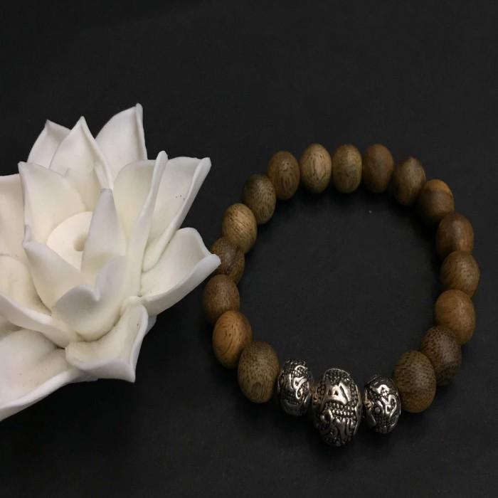 Vòng tay - vòng trầm hương 15 năm, cho nữ (size tay 14~15.5 cm), dạng hạt tròn: 17 hạt x 8 mm, charm Chữ Om (BẠC 925) - 4