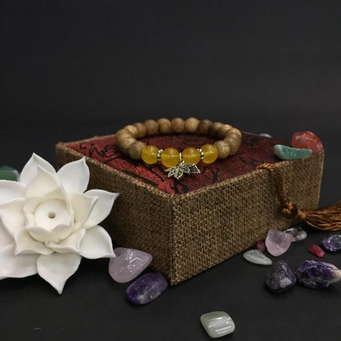 Vòng tay - vòng trầm hương 15 năm, cho size tay nữ (size tay 14~15.5 cm), dạng hạt tròn: 17 hạt x 8 mm, charm Lá Bạc 925 + Đá Vàng - 1