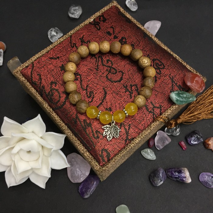 Vòng tay - vòng trầm hương 15 năm, cho size tay nữ (size tay 14~15.5 cm), dạng hạt tròn: 17 hạt x 8 mm, charm Lá Bạc 925 + Đá Vàng - 2