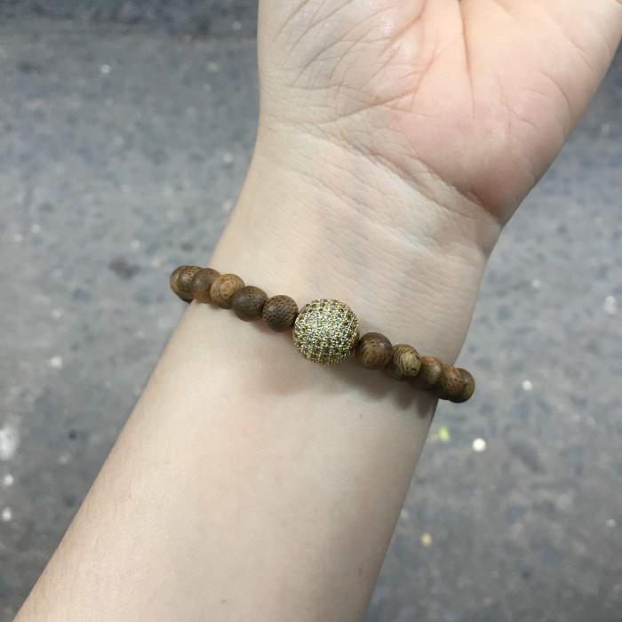 Vòng tay - vòng trầm hương 15 năm, cho size tay nữ (size tay 14~15.5 cm), dạng hạt tròn: 25 hạt x 6 mm, phối charm hạt châu (mạ vàng) - 3