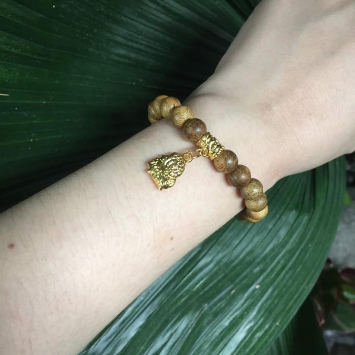 Vòng tay - Vòng trầm hương 15 năm, cho tay nữ (từ 14~ 15.5 cm), dạng hạt tròn: 21 hạt x 8mm, charm Bạc Dương (mạ vàng) - 1