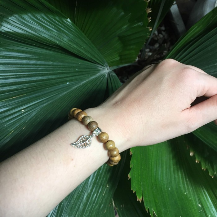 Vòng tay - Vòng trầm hương 15 năm, cho tay nữ (từ 14~ 15.5 cm), dạng hạt tròn: 21 hạt x 8mm, charm Lá Bồ Đề (mạ bạc) - 1