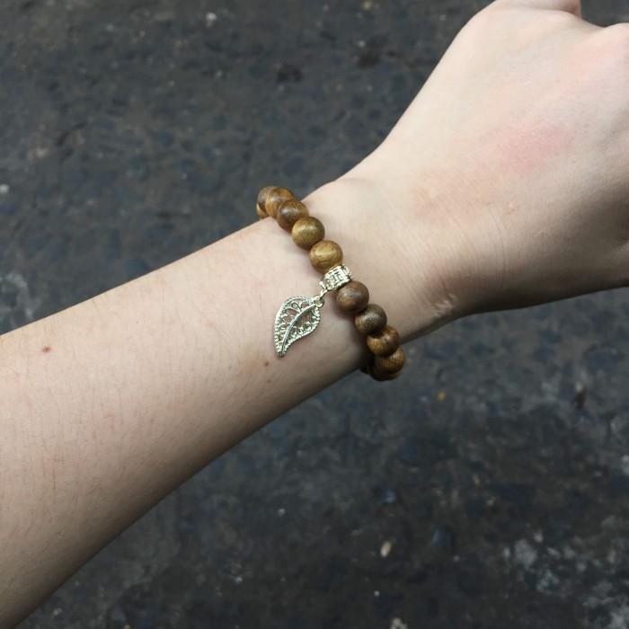 Vòng tay - Vòng trầm hương 15 năm, cho tay nữ (từ 14~ 15.5 cm), dạng hạt tròn: 21 hạt x 8mm, charm Lá Bồ Đề (mạ bạc) - 2