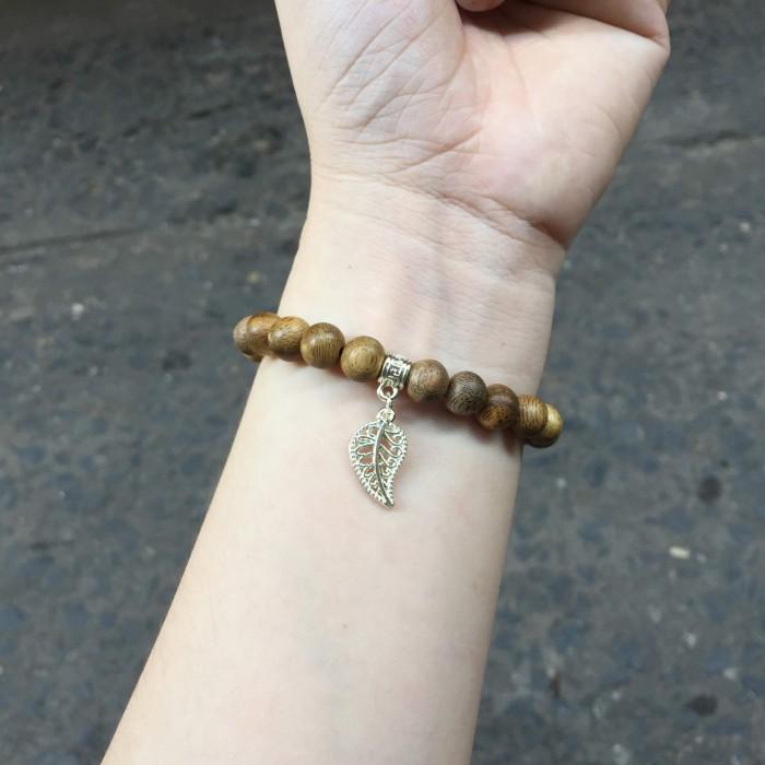 Vòng tay - Vòng trầm hương 15 năm, cho tay nữ (từ 14~ 15.5 cm), dạng hạt tròn: 21 hạt x 8mm, charm Lá Bồ Đề (mạ bạc) - 3