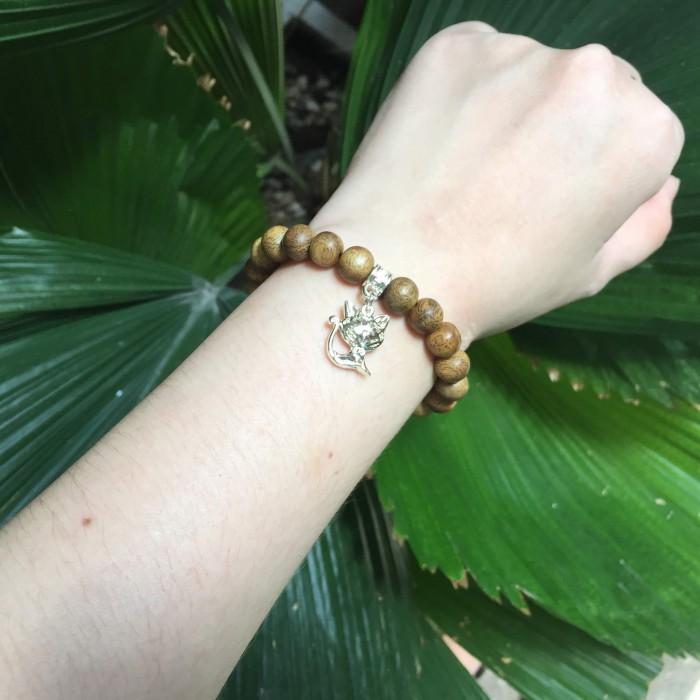 Vòng tay - Vòng trầm hương 15 năm, cho tay nữ (từ 14~ 15.5 cm), dạng hạt tròn: 21 hạt x 8mm, charm Mèo (mạ bạc) - 3