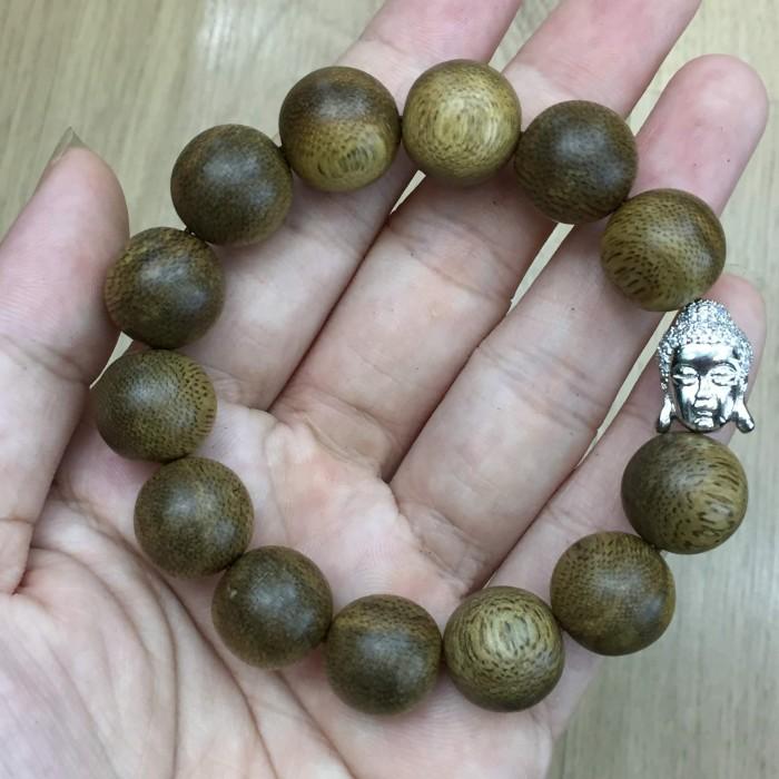 Vòng tay - Vòng trầm hương 25 năm, cho nam ( size tay 16 cm ~17.5 cm), dạng hạt tròn: 13 hạt x 14 mm, charm mặt Phật (Bạc 925) - 4