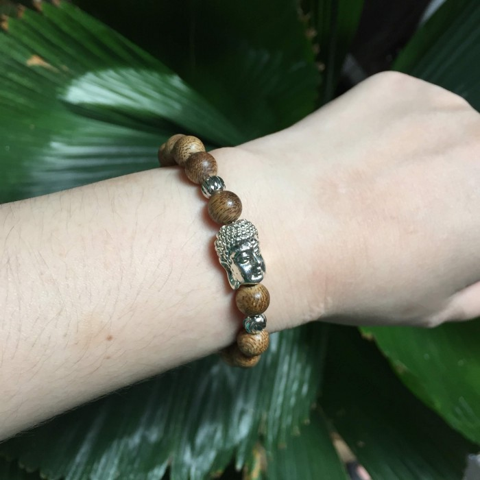 Vòng tay - Vòng trầm hương 25 năm cho nữ size tay 14.7 cm, 18 hạt x 8mm, charm mặt Phật (mạ bạc) - 2