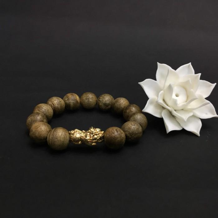 Vòng tay - Vòng Trầm Rừng Tốc Banh Xanh, cho tay nam (17.5 cm ~ 18 cm),dạng hạt tròn: 13 hạt x 14 mm, charm Tỳ hưu vàng 24k - 1