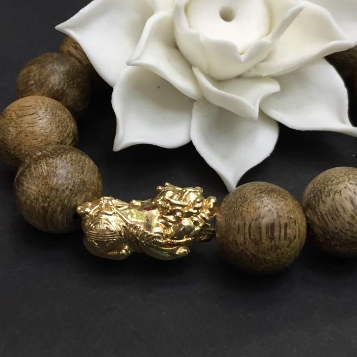 Vòng tay - Vòng Trầm Rừng Tốc Banh Xanh, cho tay nam (17.5 cm ~ 18 cm),dạng hạt tròn: 13 hạt x 14 mm, charm Tỳ hưu vàng 24k - 3